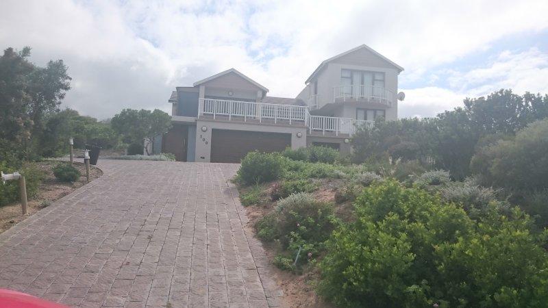 stunning 4 bedroom 4 bathroom, open plan living areas, full seaview, vacation rental in Mossel Bay