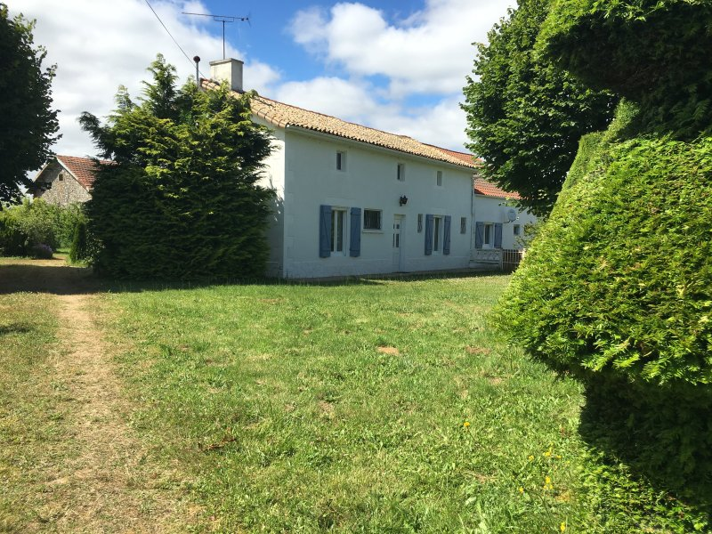 Maison Pineau with Heated Private in Ground Pool, holiday rental in Vaux