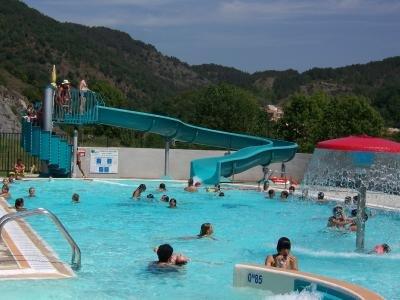 Fun time in the local swimming pool in Axat