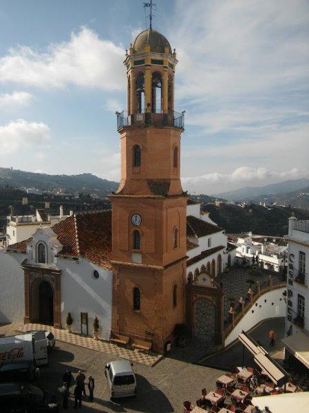 Torre de campana de iglesia de competa