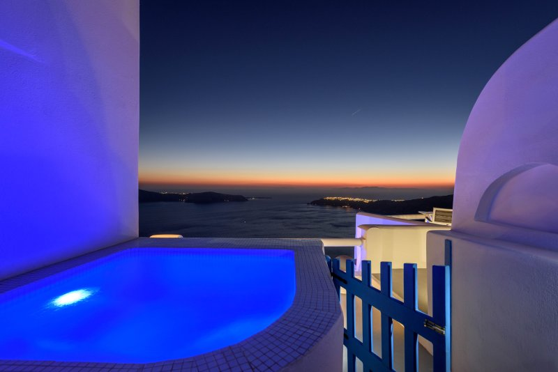 Private outdoor hot-tub Jacuzzi with panoramic view to the sea, sunset, caldera, Oia, Thirassia