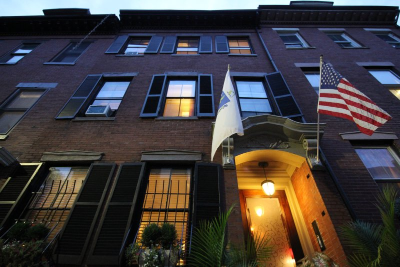 **Perfect Sunny comfortable Apartments! ** 5 mins to the center!  Fort Hill Inn, vacation rental in Boston