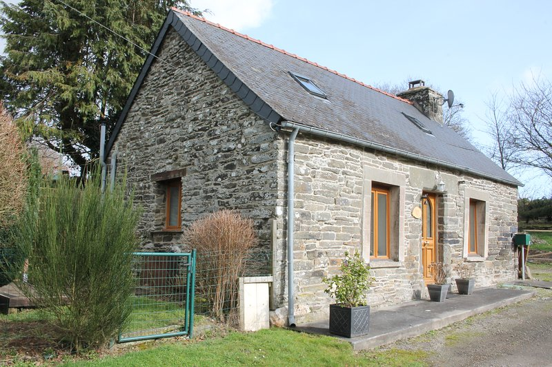Charming Breton stone cottage 2 minutes from the Nantes-Brest Canal