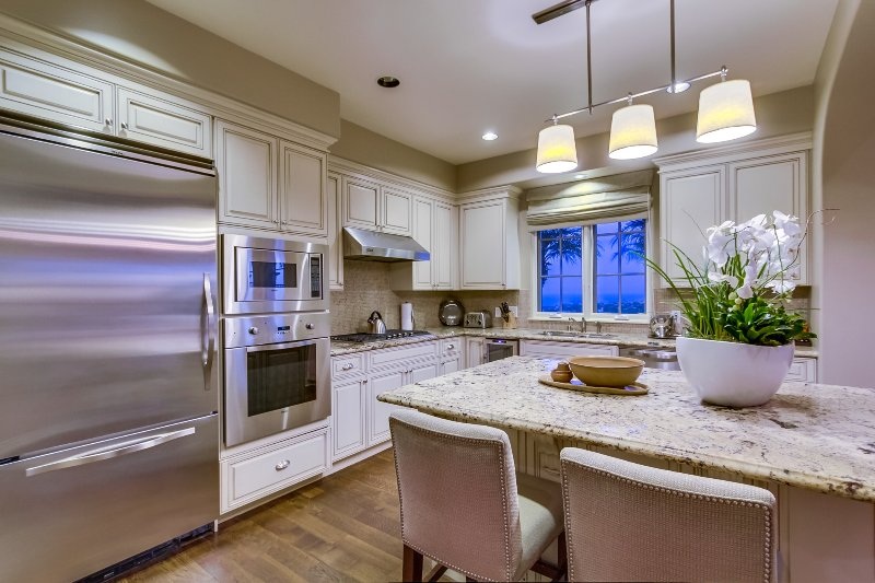 The kitchen includes a SubZero refrigerator and freezer, a Viking oven and range, and dishwasher.