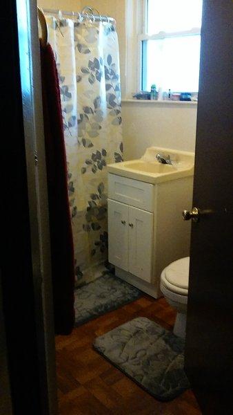 Gast gedeelde badkamer.