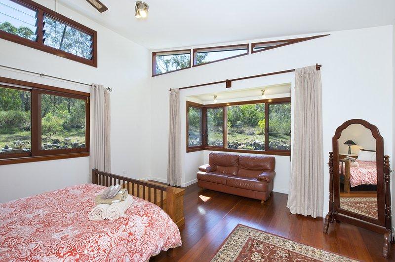 bay window quarto principal com vista para a mata nativa.