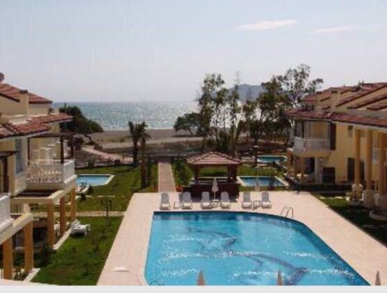 Seaside Residence Calis Beach - Beachfront 3 bdrm deluxe villa – semesterbostad i Fethiye
