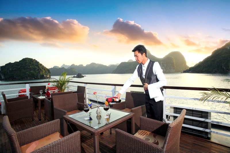 Halong Bay Galaxy Cruise, vacation rental in Halong Bay