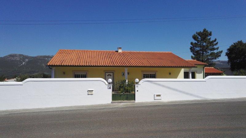 Maison à louer sur les hauteurs d'Alcobaça., alquiler vacacional en Turquel