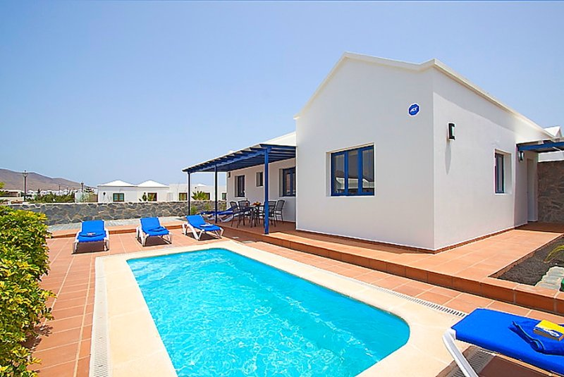 Piscine privée avec terrasse