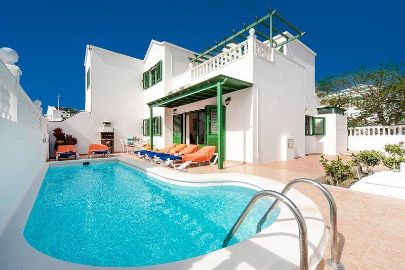 Villa Isla De Lobos: Heated Private Pool, Walk to Beach, A/C, WiFi, aluguéis de temporada em Puerto Del Carmen
