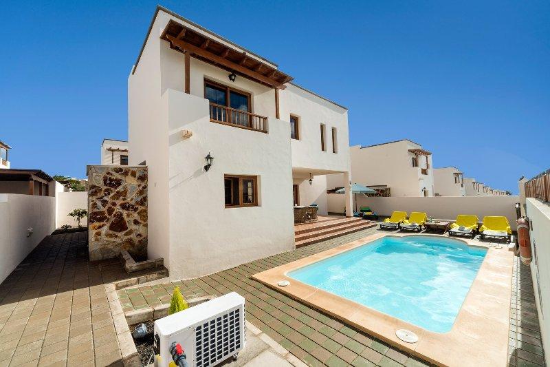 Privater Pool mit Terrasse