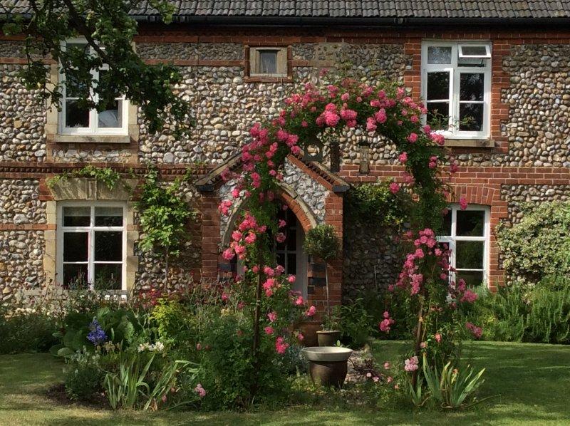 Stone Cottage, secret garden, Separate Entrance, holiday rental in Field Dalling