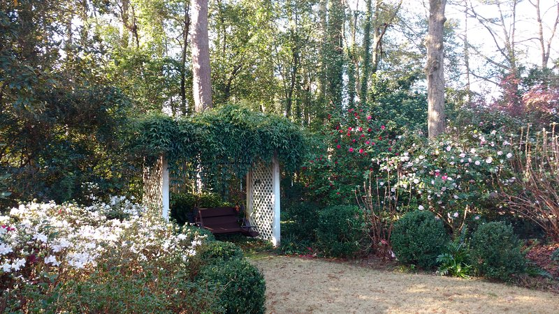 Come for the Masters, Stay for the Gardens!, holiday rental in Graniteville