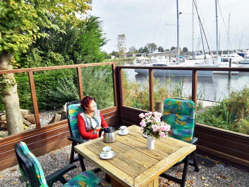 6 pers. Chalet 'Emma' mit seesicht, direkt am Lauwersmeer, vacation rental in Moddergat