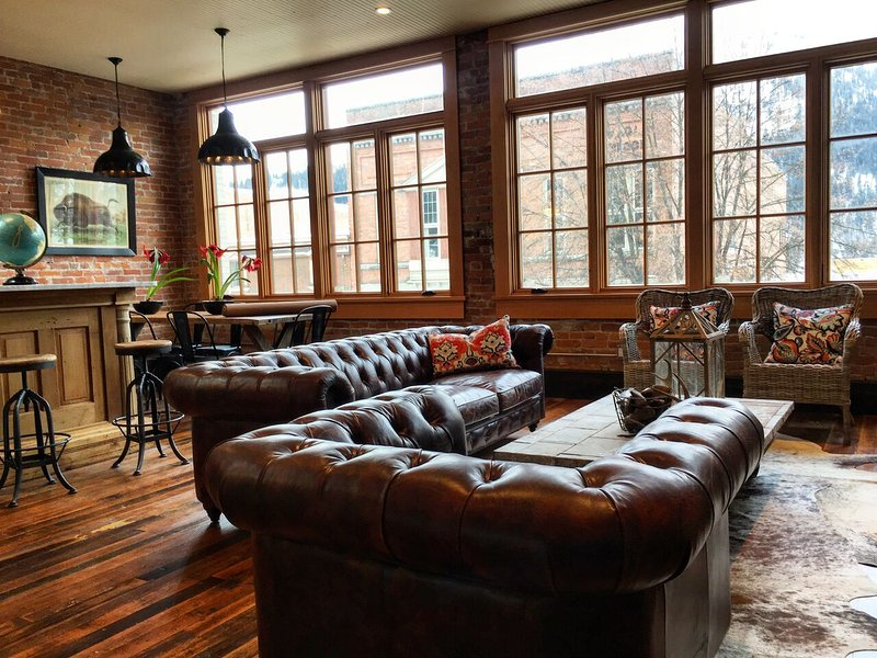 The Tremont Loft - elegant historic brick Loft!, holiday rental in Nelson