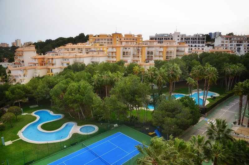 5th Floor 4 Bed Apt / Pool / A/C / Wi-Fi / Lift Access / Campoamor Beach, vacation rental in Mil Palmeras