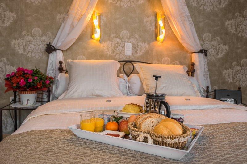 Desayuno en la habitación de lunes a viernes, en nuestra casa privada durante w-end
