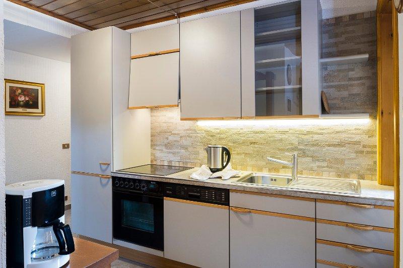 Full optional kitchen: oven, dishwasher, kettle, coffee machine, slicer ..