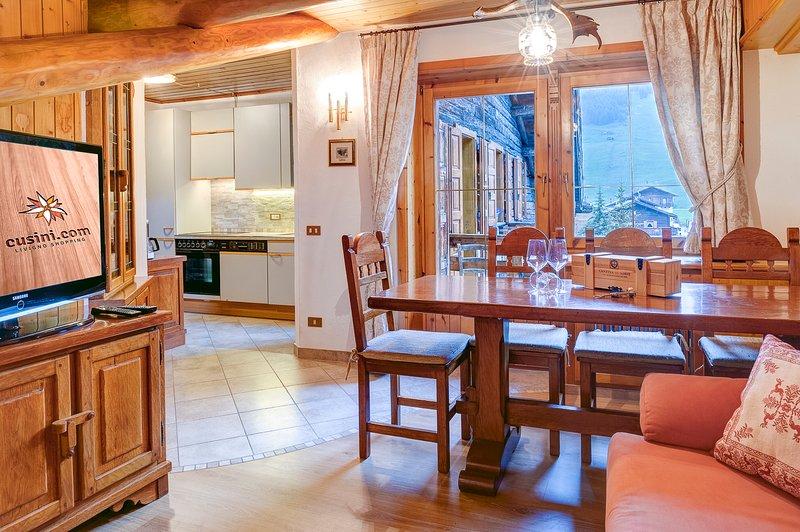 Séjour avec balcon, avec vue sur la zone piétonne de Livigno, dans le centre. TV 40 WIFI '