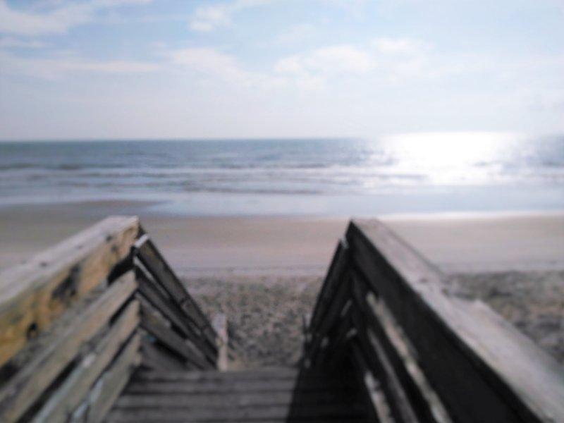 Wohnung ist in der Nähe von dieser Treppe zum Strand!