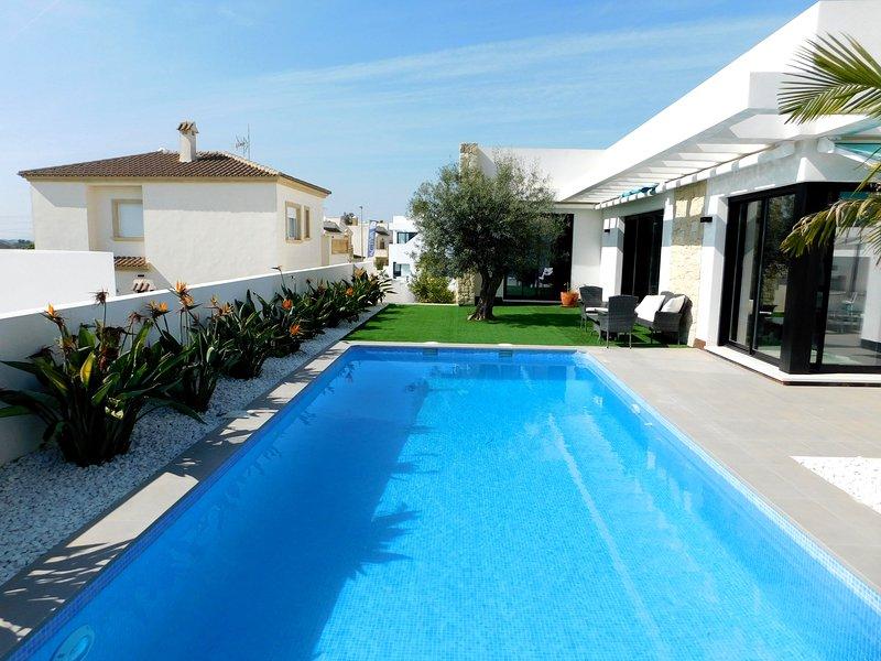 Brand New 4 Bedroom Detached Family Holiday Villa in La Marina, vacation rental in Elche