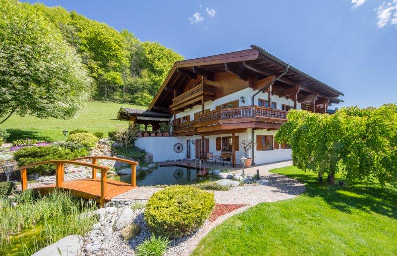 BERGSUCHT-Ruhpolding - exklusive 5 Sterne Ferienwohnung am Schwimmteich, holiday rental in Ruhpolding
