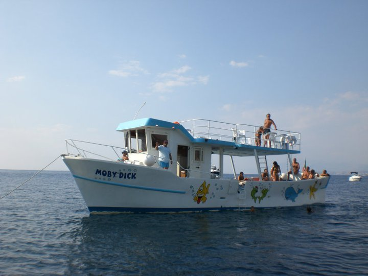 MOBY DICK MAKE YOUR EVENT IN BOAT TOUR OF THE ISLANDS AND PONZA PALMAROLA WITH SPAGHETTI