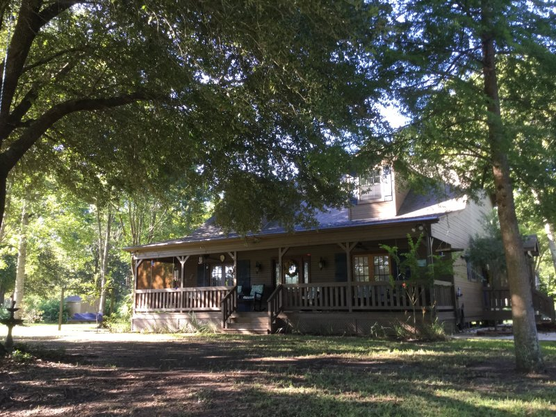 Atchafalaya River House, Yggdrasil, LLC, holiday rental in Breaux Bridge