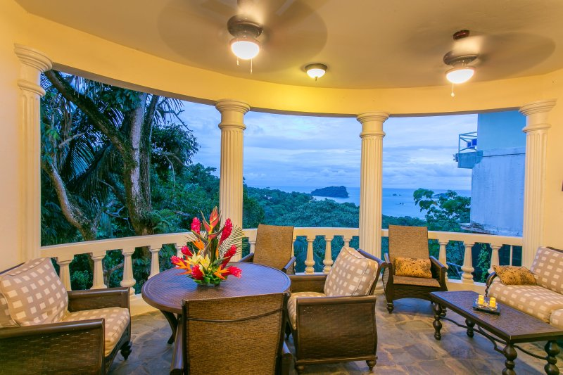 El Capuchin: 2-Bedroom Apartment in B&B-style, 4-Apartment Ocean View Home, holiday rental in Manuel Antonio