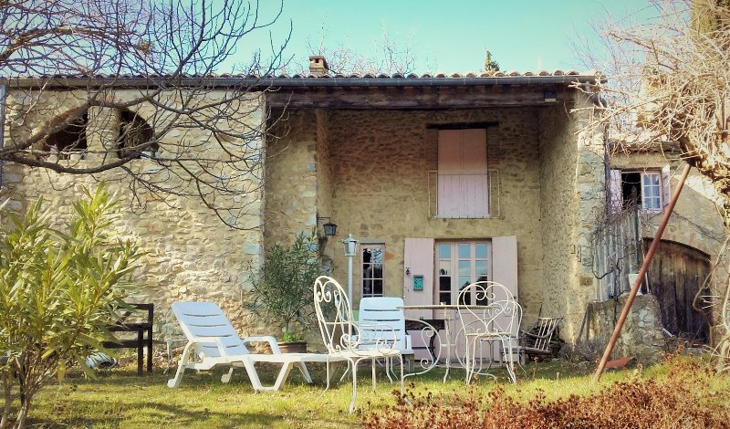 Loue ancienne ferme en pierres, vacation rental in Saint-Lager-Bressac
