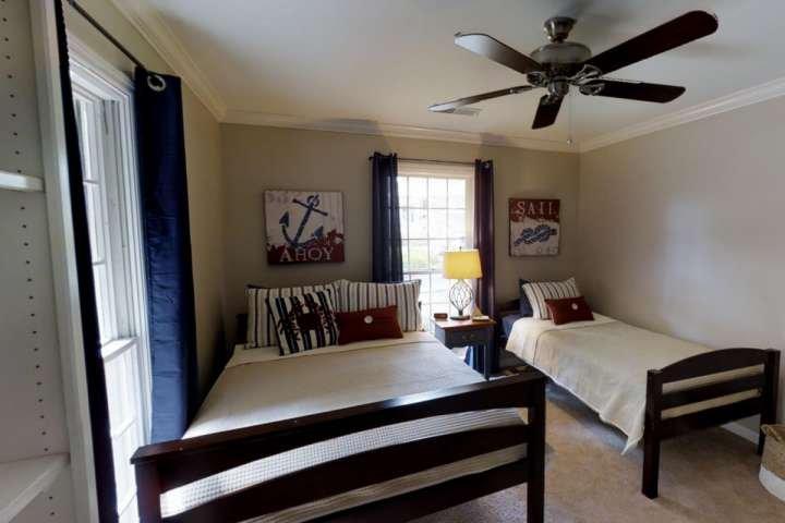 3ème chambre avec lit complet et lits jumeaux