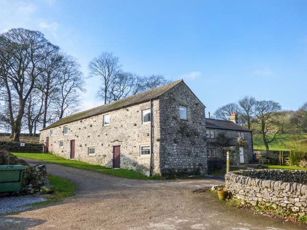 ROCK LODGE FARM, stunning detached farmhouse, countryside views, 5 bathrooms, holiday rental in Millers Dale