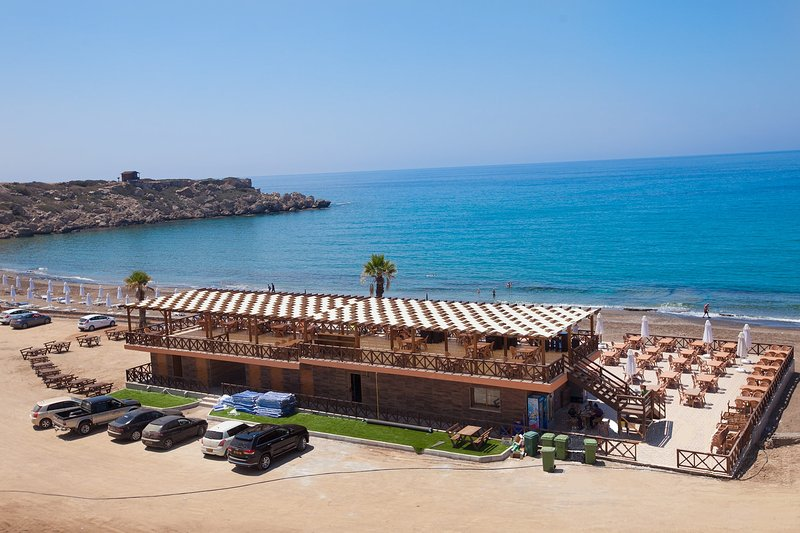 The Esentepe beach Bar, Restaurant & Café with changing and shower facilities.