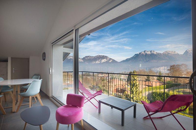 Appartement Mont Blanc avec terrasse et magnifique vue sur lac et montganes, location de vacances à Haute-Savoie