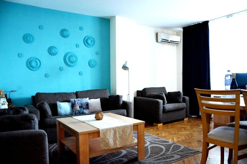 Appartement entièrement équipé avec une maison se sentent sens