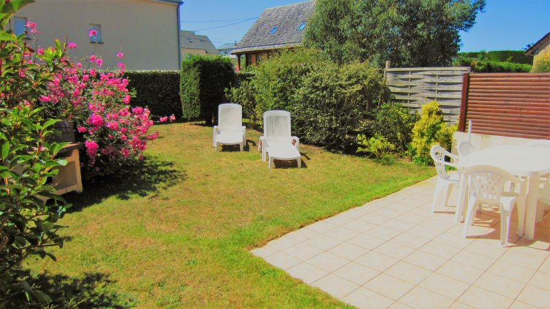 Garden with patio and barbecue