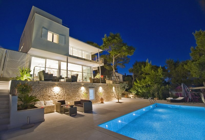 Luxury, Stunning, Seafront Villa With Infinity Pool And Amazing Views, aluguéis de temporada em Splitska