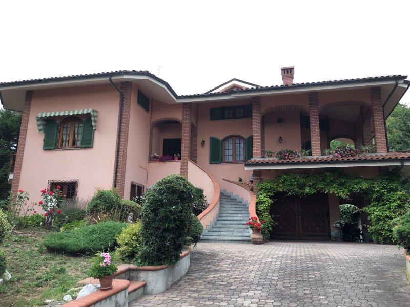 villa a pochi passi da Barolo, vakantiewoning in Fossano
