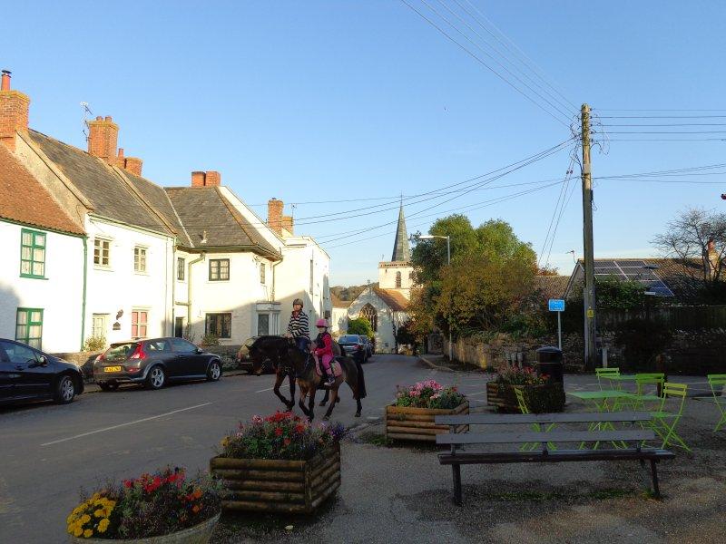 Stogursey vie du village