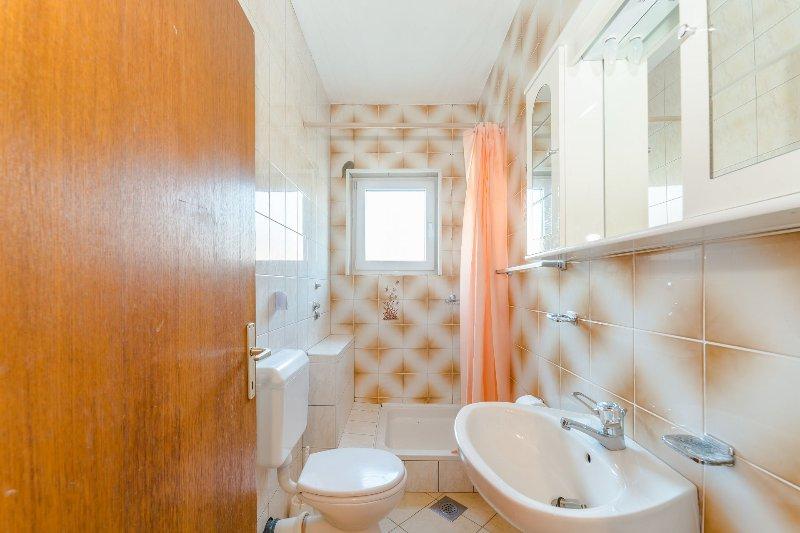 A1-0A (4 + 1): bagno con wc