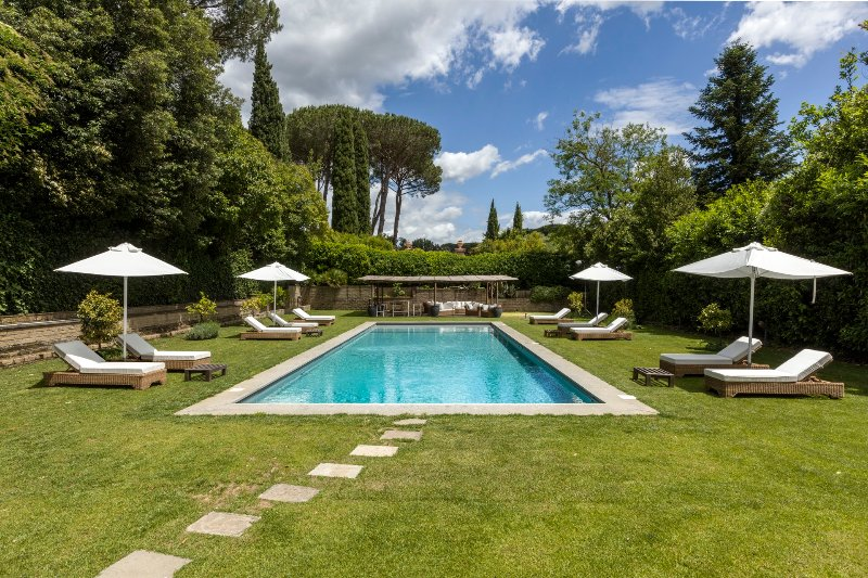 OLGIATA - FAVOLOSA VILLA DI DESIGN CON PISCINA, BAGNO TURCO, SAUNA E PALESTRA, holiday rental in Isola Farnese
