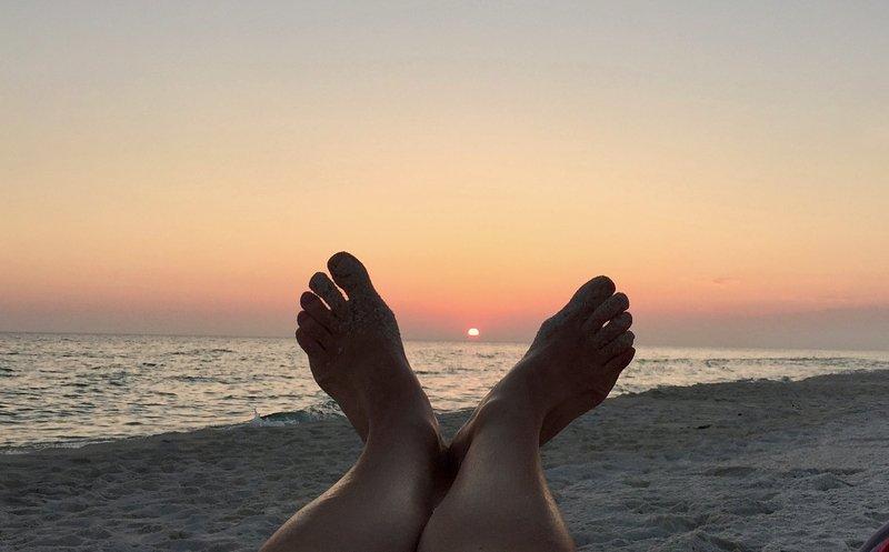 Relax, rilassarsi e godere. La spiaggia è il tuo posto felice.