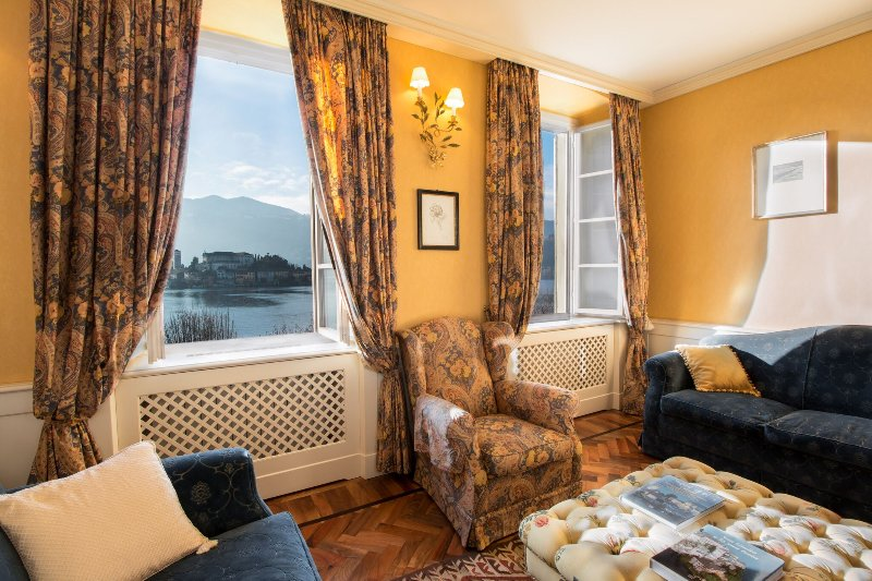 magnifico appartamento con vista sull'isola di San Giulio, vacation rental in Quarona
