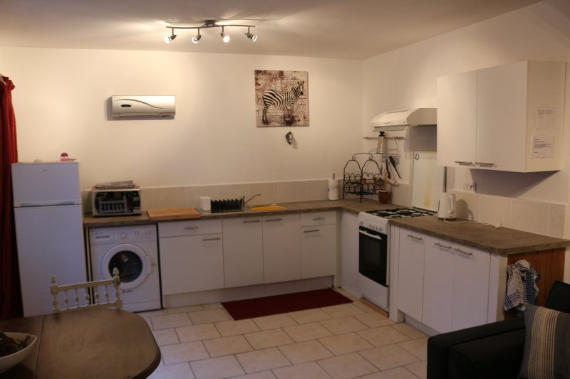 Open plan kitchen Full cooker,fridge freezer,washing machine  Microwave