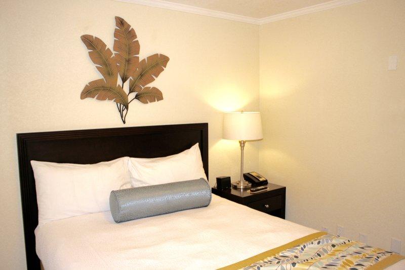 Dormitorio con una cama de matrimonio!