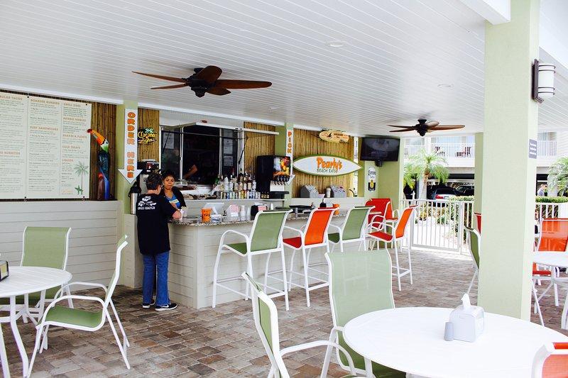de perlado come Beach es nuestro bar junto a la piscina