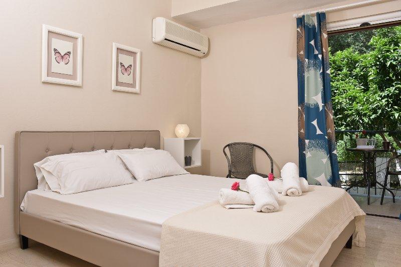 Villa Kokoros Superior Apartment, vacation rental in Ipsos