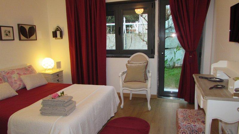 Quarto/suite em moradia com entrada independente, vacation rental in Ericeira