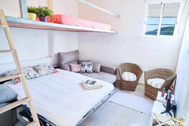 CASA ISLA: Fisherman House, Direct Beach Access, vacation rental in Mazarron